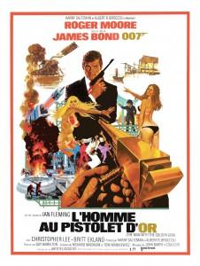 """Affiche du film """"L'Homme au pistolet d'or"""""""