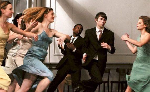 """Affiche du film """"Les Rêves dansants, sur les pas de Pina Bausch"""""""